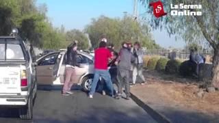 getlinkyoutube.com-Le pegan a las mujeres tras accidente de tránsito