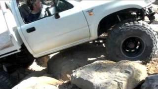 Toyota Hilux - Glen's solid axle Hilux - Rock Climb 27.10.09 - Clip 03