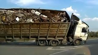 getlinkyoutube.com-【トラック】2014年7月の交通事故動画まとめ。ドライブレコーダー (2)