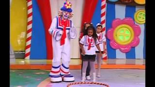 getlinkyoutube.com-Carrossel Animado - Crianças brincam da prova do bambolê