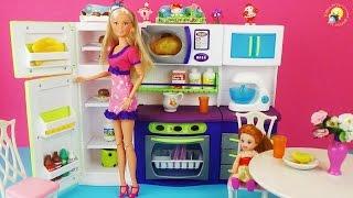 Игрушечная кухня для кукол Барби, Штеффи. Развивающее видео / Toy kitchen for dolls Barbie, Steffi