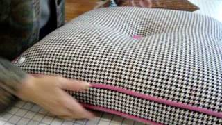 getlinkyoutube.com-Haberman Fabrics - Invisible Zipper on Pillows with Welting