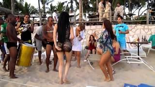 getlinkyoutube.com-EL BAILE MAS SEXY DEL MUNDIAL BRASIL 2014