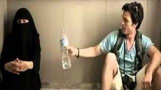 getlinkyoutube.com-Ketika Wanita Cantik Muslim Bercadar Terjebak dalam Lift Bersama Seorang Laki-laki