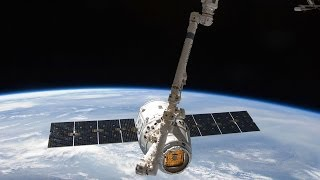Mission Highlights: SpaceX's Dragon Makes History width=
