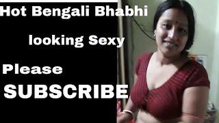 Hot Bengali Bhabhi looking Great...