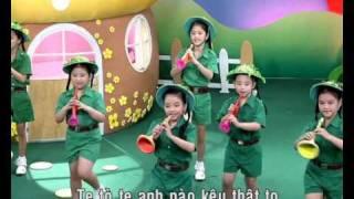 getlinkyoutube.com-Đội kèn tí hon - Giai điệu thần tiên 2.avi
