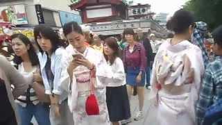 getlinkyoutube.com-三社祭2015 浅草寺境内 着物姿の外国人女性 2015.5.16