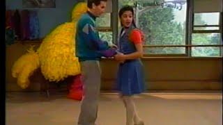 getlinkyoutube.com-Sesame Street - Bob Takes a Dance Lesson