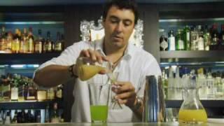 getlinkyoutube.com-カクテルレシピ|ミドリリキュール使用 ミドリジューンバグ作り方