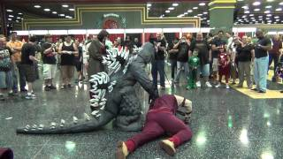 getlinkyoutube.com-Comic Con 2011 Chicago Epic Costumed Fight with a side of Godzilla Stomp action!