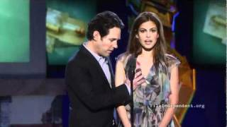 getlinkyoutube.com-Paul Rudd, Eva Mendes, y Rosario Dawson Comparten un Momento en el 2011 Independent Spirit Awards