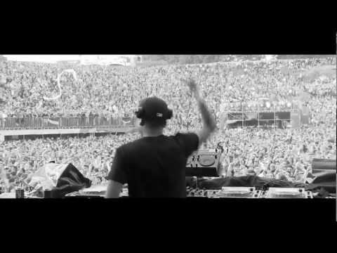 Chuckie @ Tomorrowland 2011 ft What Happens In Vegas -R2SajWUTQ_s