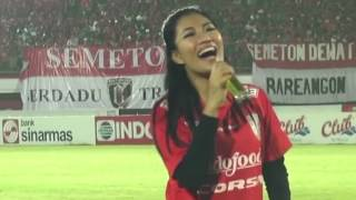 getlinkyoutube.com-BALI UNITED vs AREMA CRONUS at Stadion Dipta Gianyar Bali - Live Performance by EBA AYU FEBRA