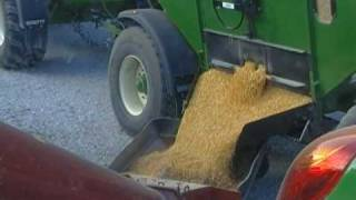getlinkyoutube.com-Unloading corn