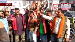 हरिद्वार : CM रावत द्वारा नमाज पढने के लिए अवकाश देने का बजरंग दल ने किया जमकर विरोध