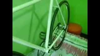 getlinkyoutube.com-Bicicleta Caloi 10 convertida para Single Speed com freio contra pedal! Muito boa para skids.