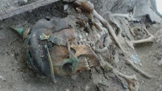 getlinkyoutube.com-Skeletons of WW1 soldiers discovered in excavated former trenches