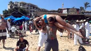 getlinkyoutube.com-Human overhead squat at Mango Deck Cabo