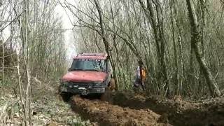 getlinkyoutube.com-LAND ROVER DISCOVERY TD5 vs JEEP WRANGLER RUBICON V6  **OFFROAD**