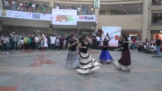getlinkyoutube.com-SSJCOE Flash Mob at Metro Junction Mall Kalyan - Republic Day