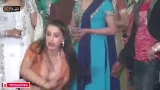 getlinkyoutube.com-ANG ANG PHARKAY BY LAILA @ TRADITIONAL WEDDING PARTY MUJRA