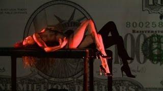 getlinkyoutube.com-Crazy Horse: Noémie Lenoir lässt die Hüllen fallen