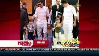 getlinkyoutube.com-Ricky Martín se deja ver con sus dos hijos en Australia