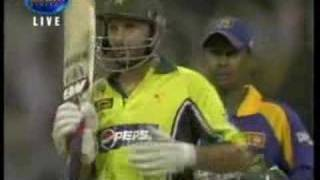 getlinkyoutube.com-Shahid Afridi makes 32 runs from 1 over vs Sri Lanka