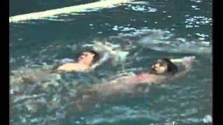 getlinkyoutube.com-تعليم الصغار سباحة ( الظهر )