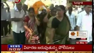 Guntur : Daughters perform Last Rites of their Father