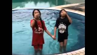 getlinkyoutube.com-Bestnya mandi Teha dengan Diba