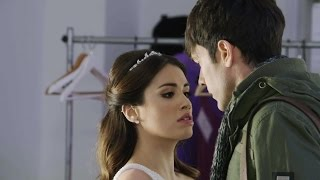 getlinkyoutube.com-Esperanza debutó como modelo vestida de novia y el padre Tomás la piropeó dulcemente