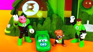 getlinkyoutube.com-Disney Pixar Cars Green Lantern McQueen saves Green Lantern from Imaginext Bane