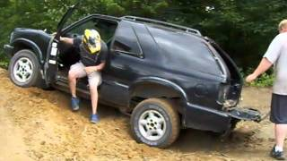 getlinkyoutube.com-Crazy Chevy Blazer 20 Foot Jump