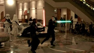 getlinkyoutube.com-Lightsaber Battle for the Star Wars Premiere