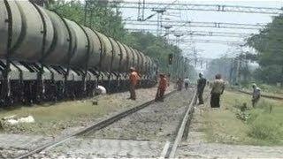 getlinkyoutube.com-India - Train Se Live Petrol ki Chori