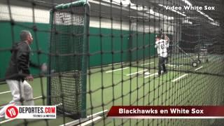 Chicago Blackhawks vsitan a los White Sox con el trofeo Stanley Cup