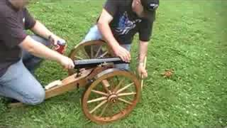 getlinkyoutube.com-Civil War replica Cannon vs. 5 gallon bucket of water.