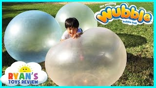 getlinkyoutube.com-WUBBLE BUBBLE BALL Family Fun playtime outside with GIANT BALL kids Video Ryan ToysReview