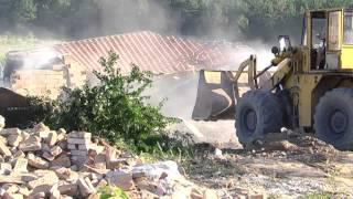 getlinkyoutube.com-Събаряне на къщи в циганския квартал Лозенец, Стара Загора