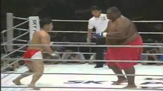 getlinkyoutube.com-600lbs Sumo Vs 169lbs MMA Fighter