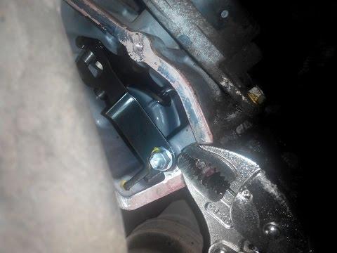 Расположение у Toyota Prius Alpha сальника полуоси