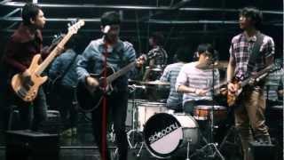 Lagu asik bercita rasa musik Indonesia tahun 90an. Good job Sidepony!