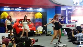 getlinkyoutube.com-서울오토살롱 소낙스 버블세차쇼 댄스타임 이름이뭐예요