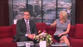getlinkyoutube.com-Pregnant news anchor breaks belt.