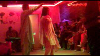 getlinkyoutube.com-gulabi brohi in dubai mujra 22102011125