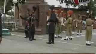 getlinkyoutube.com-Patriotic Pakistani sikh sardar At Waga Border Ceremony 14th August 2008.Shows India His Pakistani Flag Part 3/4