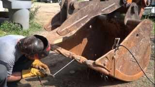 getlinkyoutube.com-Welding Project - Excavator Bucket, Teeth, and Thumb Repairs (HD)