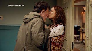 getlinkyoutube.com-Adela y Carol se besan apasionadamente - Buscando el norte